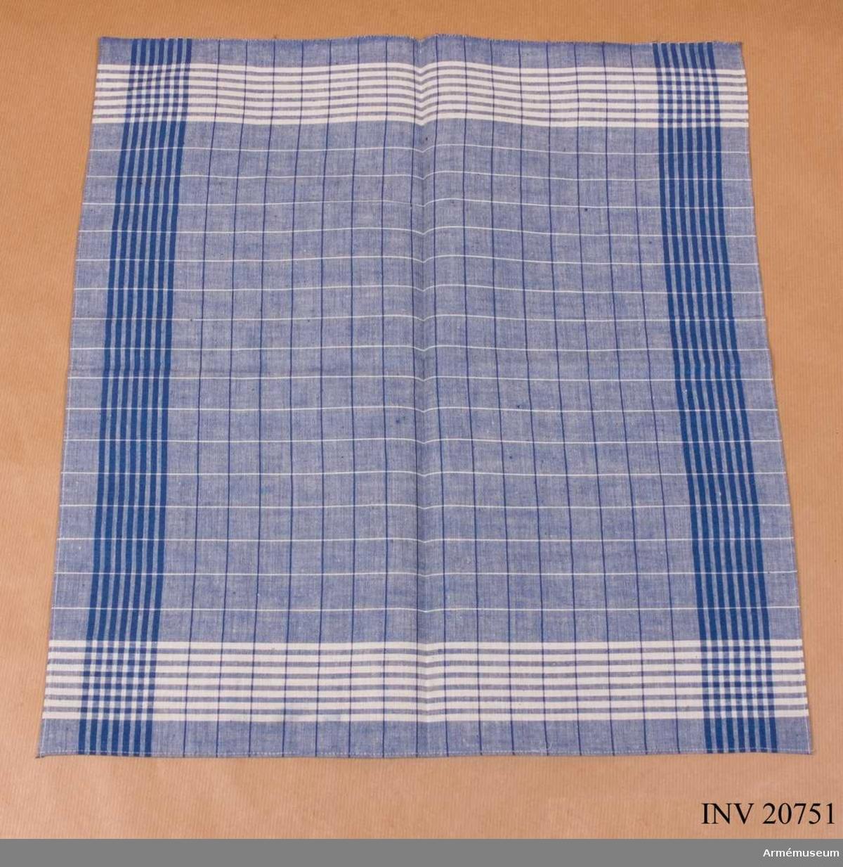 Grupp C I Av blå-vit-randigt bomullstyg.