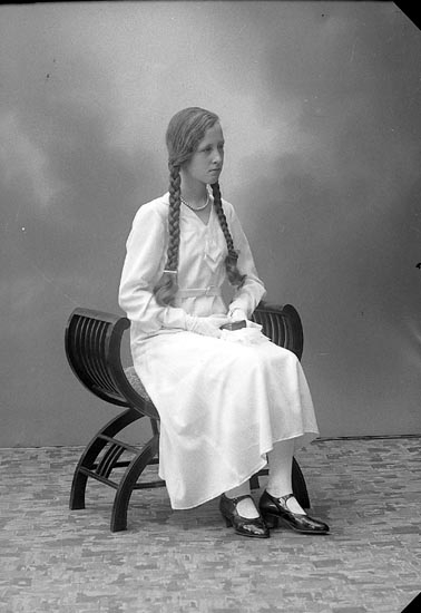 "Enligt fotografens journal nr 6 1930-1943: ""Pettersson, Margit Korsgård, Svenshögen""."
