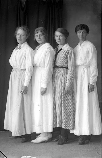 """Enligt fotografens journal Lyckorna 1909-1918: """"Augusta Dalin, adr. Setterström Lyckorna""""."""
