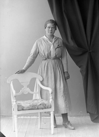 """Enligt fotografens journal nr 4 1918-1922: """"Larsson, Emma Asplunden, Spekeröd""""."""