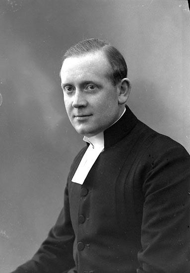 """Enligt fotografens journal nr 6 1930-1943: """"Borgås, Pastor Einar Hjälteby""""."""