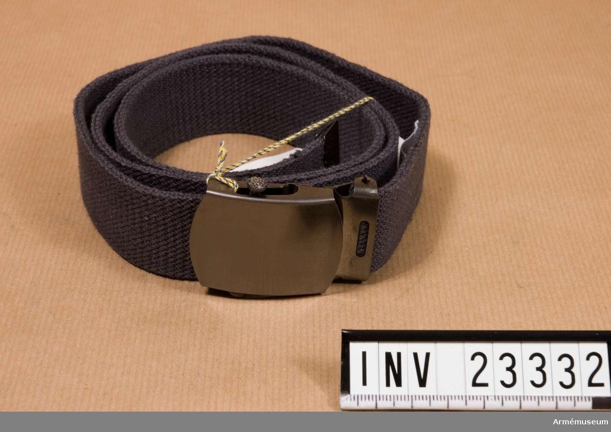 Samhörande nr är 23325-33, vapenrock, långbyxor, skjorta, slips, båtmössa 2 st, skärmmössa, livrem, skor. Grupp C I.