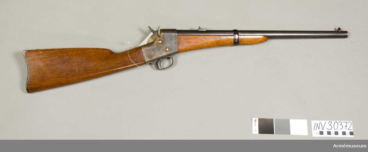 """Grupp E II.   Med bakladdning. Remingtons system. Patent 1864 16/11. Loppets relativa längd: 40 kaliber. Kulvikt: 22,68 gr. Tillv.nr saknas. Märkt """"US""""."""