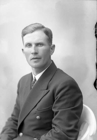 """Enligt fotografens journal nr 6 1930-1943: """"Andersson, Hjalmar, Hotellet Här""""."""