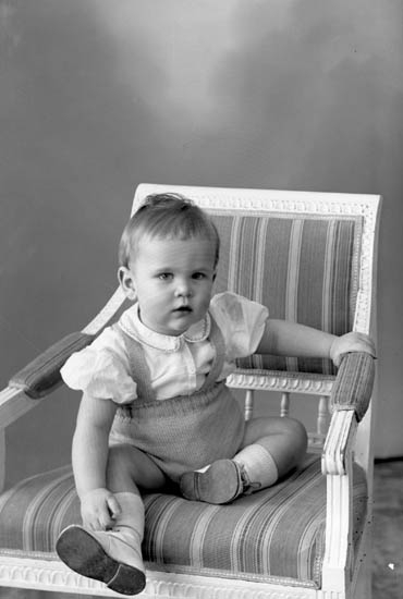 "Enligt fotografens journal nr 8 1951-1957: ""Burman, Peter Gunnebo Stenungsund""."