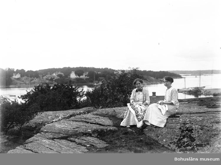"""Enligt fotografens journal nr 2 1909-1915: """"Simmens, Fr. Selma Här"""".  ::"""