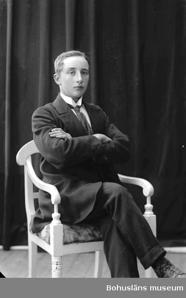 "Enligt fotografens journal nr 2 1909-1915: ""Andersson, Algot adr. Dahlström Ön""."
