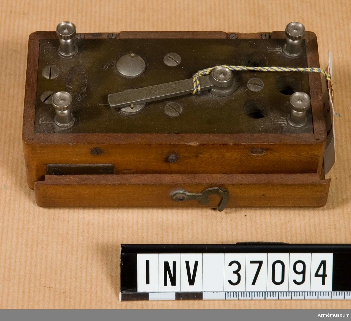 Grupp H I.  Användes bl.a. i förening med handtelefon m/1880 som telefonstation.