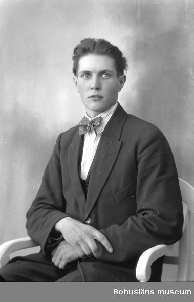 """Enligt fotografens journal nr 5 1923-1929: """"Lindqvist, Karl Spekeröd""""."""