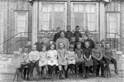 """Enligt fotografens journal nr 5 1923-1929: """"Bräcke småskola,"""