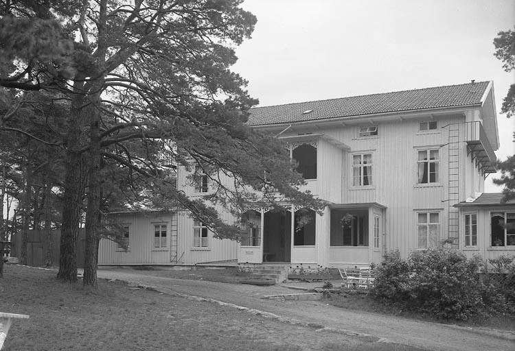 "Enligt fotografens journal nr 6 1930-1943: ""Hotellet, Stenungsön""."