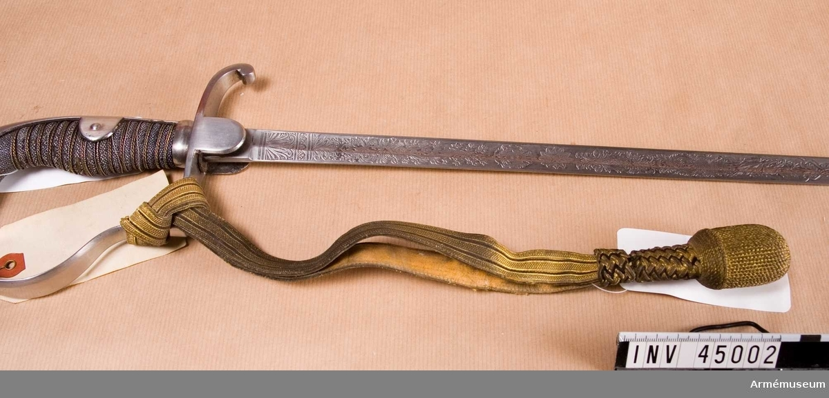 Grupp D II. Till sabel från 1800-talets senare hälft av dansk modell med  svensk klinga.
