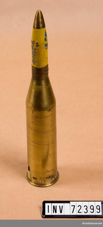 Grupp F II. Benämning: 20 mm blindpatron m/1942, med blindspränggranat m/1943 och blint ögonblickligt högkänsligt spetsanslagsrör m/1940