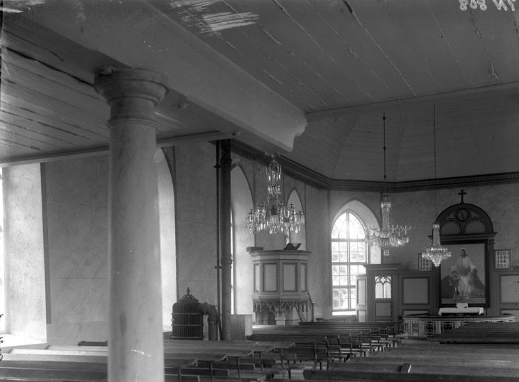 """Enligt tidigare noteringar: """"Interiör från Brålanda kyrka, mot predikstol och altare."""""""
