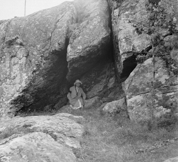 "(Stereo karta XVIII) ""Fru Arvidsons sängkammare"" (grotta invid S:t Eriks grotta). 28 Augusti 1926."