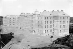 """Enligt tidigare notering: """"Bohusläns regementes kaserner und"""