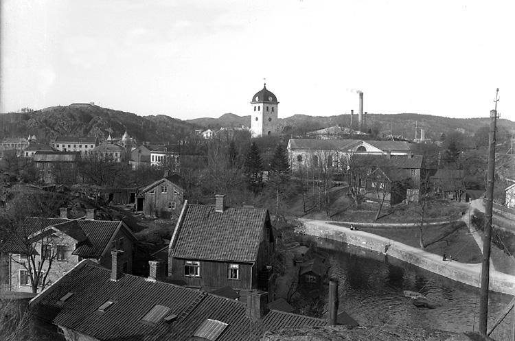 """Enligt tidigare notering: """"Kyrkan och Klocktornet fr. Håljuteberget."""""""