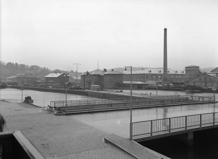 """Uppgift enligt fotografen: """"Uddevalla. Västerbron o UVHJ station."""""""