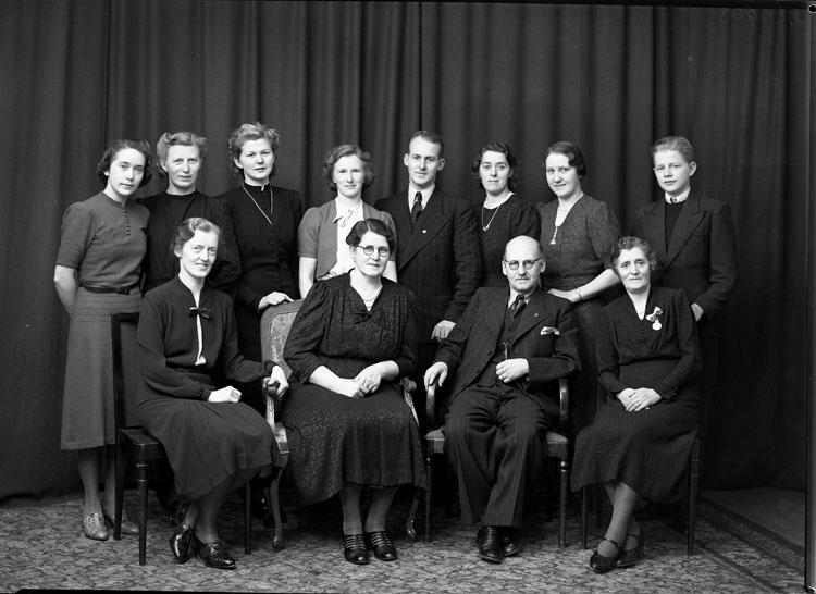 """Uppgift enligt fotografen: """"Uddevalla. Grupp. Köllerstrand. nov. 1940."""""""