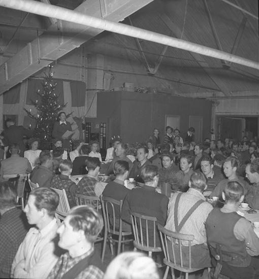 """Text till bilden: """"Luciafest. Emballagefabriken. 1945.12.13""""."""