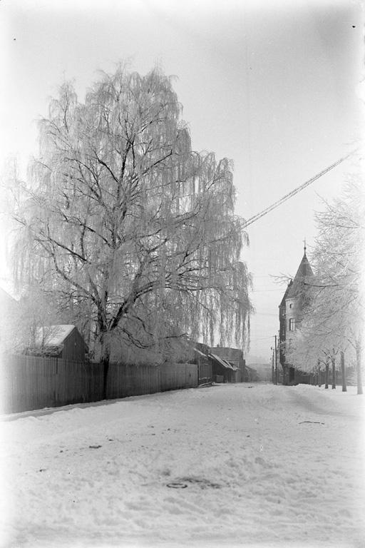 """Text till bilden: """"Kilbäcksgata väster ut fr. Sillgatan""""."""