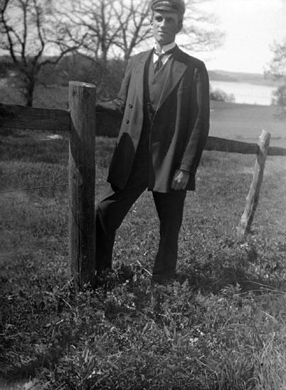 """Hugo Andersson, taget vid Höjentorp, 25 maj 1915."""