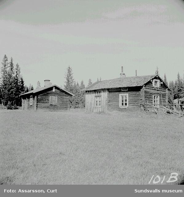 Gamla bostugor i Långskog.