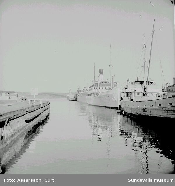 "Fartygen S/S "" Aeolus"" och S/S  ""Ragne"" i Sundsvalls hamn."
