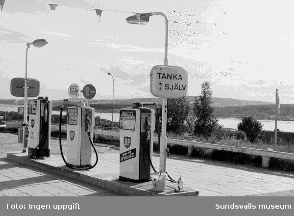 Bensin pumpar vid BP:s bensinstation vid Alnöbron, Vi, Alnö.