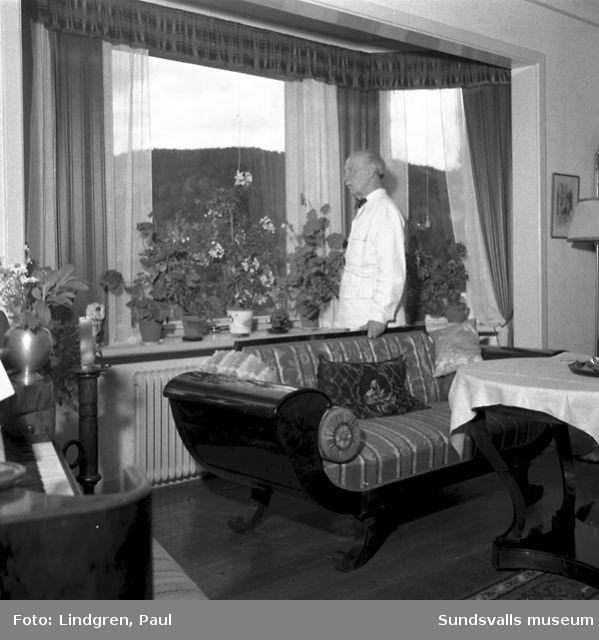 Kyrkoherde Wiking på sitt kontor och i sitt hem i Liden.