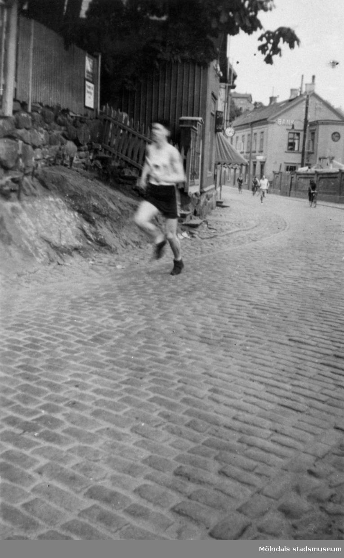 """Stafett """"Mölndal runt"""", 200 m från start. """"Ryet"""" leder, MSK tvåa."""