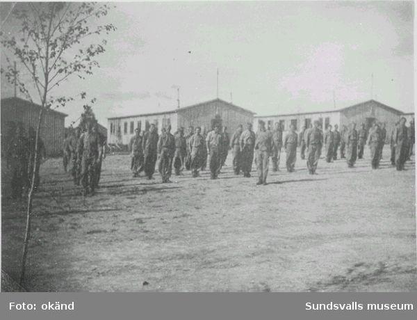 "Norskt polistruppsläger, Bataljon 3. ""Kp/1 klar til marsj. Baggböle 1944.""   (Text  i  fotoalbum. Ägare Eilif Johansen, Sellebakk.)"