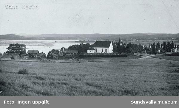 Vy från öster med Tuna kyrka i förgrunden och sjön Marmen i bakgrunden.