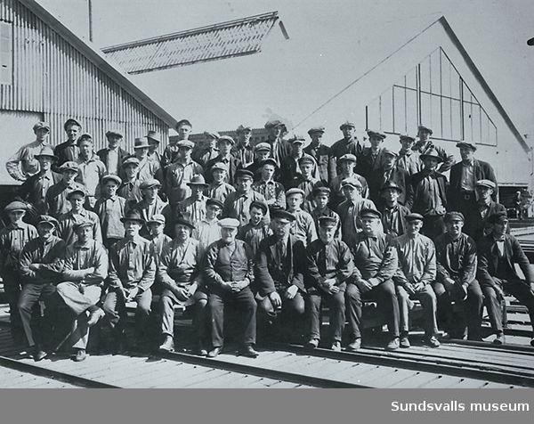 Personal vid Svartviks hyvleri 1929.  Namnuppgifter finns.