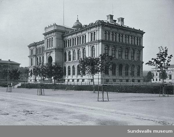 Sundsvalls läroverk vid Skolhusallén.