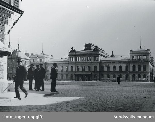 Vy över Stora Torget med Stadshuset i bakgrunden.