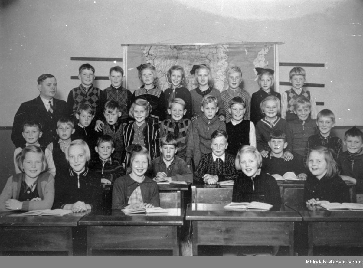 Skolklass från Tolltorpsskolan, i klassrummet. 1930-tal.