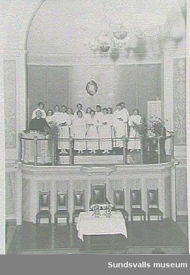 Medelemmar i Sundsvalls Baptistförsamling inför vuxendop, Elimkyrkan, 1940-talet.