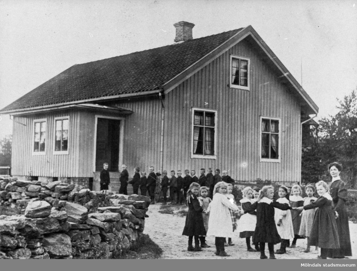 Lindome Lions Julfemma 1981; Hällesåkers gamla skola år 1907.