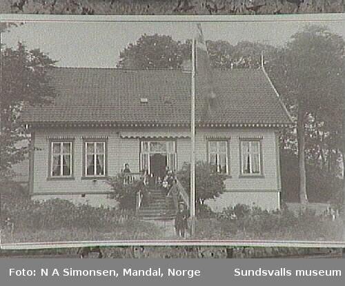 """Familjen Mohrs hem i Mandal""""Lövenberg"""" i Norge."""