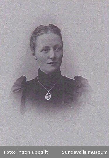 Fru till kyrkoherde Hallberg Selånger.Reprofotografering ur Selångers Hembygd- förenings fotografisamling.