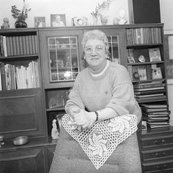 Inge-Britt Andersson (f. 1930) i hemmet på Neptunigatan 9 B,
