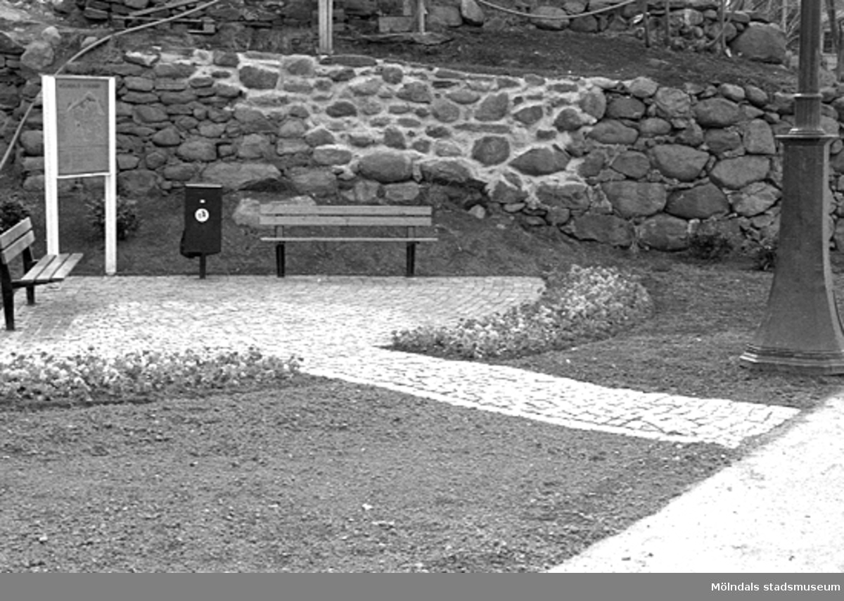 Kvarnbydagen 25 april 1993. Invigning av lyktplatsen i Kvarnbyn. Relaterade motiv: 2003_0044 - 0048.