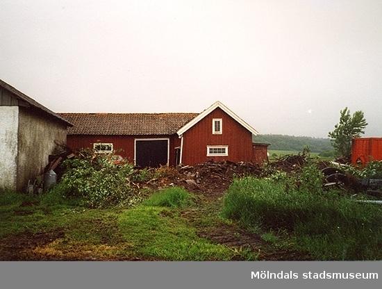 En lada.Lunnagårdsgatan 26, Balltorp 1:20 i Balltorp 2000-06-06.