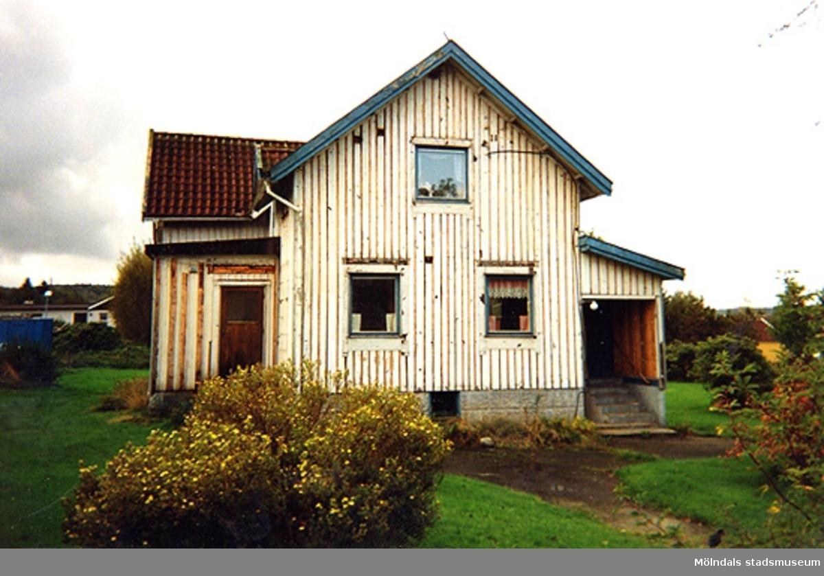 Ett bostadshus.Konditorivägen 90, Lindome 5:16, Valåsdalen i Lindome 1999.