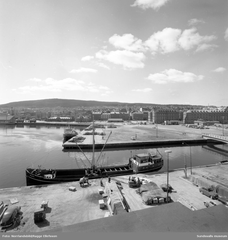 Sundsvalls hamn fotograferad från Laurents tak (Beijers) vid norra kajen.