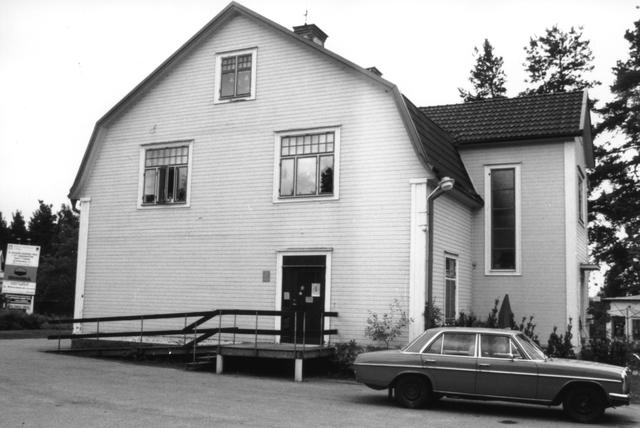 Lantbrevbäringspoststället i Mullhyttan sköttes av lantbrevbärare nummer 2 från Fjugesta. Fr.o.m 30/5 1988 omorganiserades Mullhyttan till entrepenad postkontor där samarbete med ortens järnhandel etablerades.