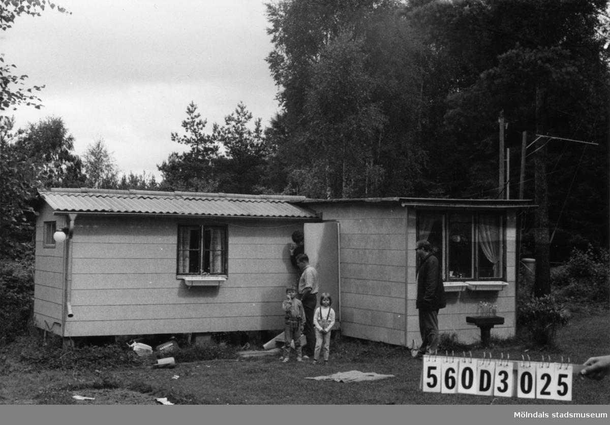 Byggnadsinventering i Lindome 1968. Fagered 2:46. Hus nr: 560D3025. Benämning: fritidshus och två redskapsbodar. Kvalitet: god. Material, fritidshus: eternit. Material, redskapsbodar: trä. Tillfartsväg: framkomlig. Renhållning: soptömning.