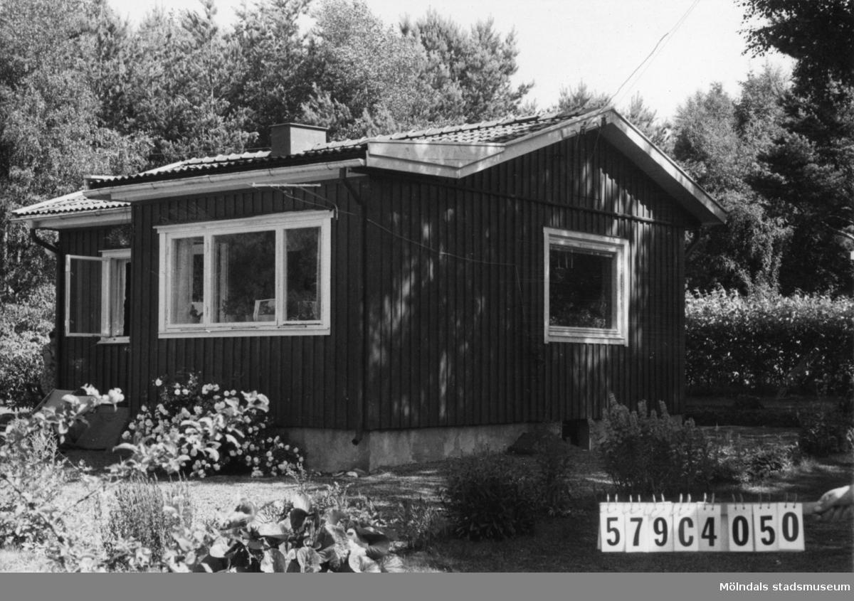 Byggnadsinventering i Lindome 1968. Gårda 2:46. Hus nr: 569C4050. Benämning: fritidshus och redskapsbod. Kvalitet: god. Material: trä. Tillfartsväg: framkomlig. Renhållning: soptömning.