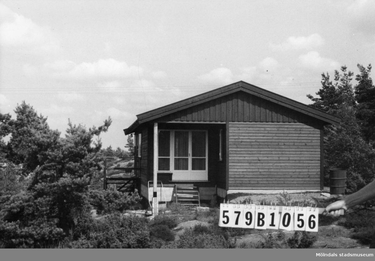Byggnadsinventering i Lindome 1968. Lindome 6:83. Hus nr: 579B1056. Benämning: fritidshus. Kvalitet: mycket god. Material: trä. Tillfartsväg: framkomlig. Renhållning: soptömning.